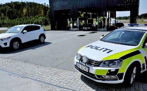 Bevæpnet politi på Svinesund