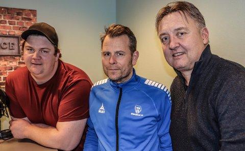 SA-PODDEN SPESIAL: Patrick Walther Larsen og Petter Kalnes har hatt besøk av Sarpsborg 08s nye trener Mikael Stahre.