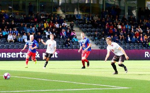 BOMMA: Sigurd Haugen bomma på straffe mot Tromsdalen. - Det såg sikkert jævla dumt ut, seier han. (Foto: Rune Sjøberg)