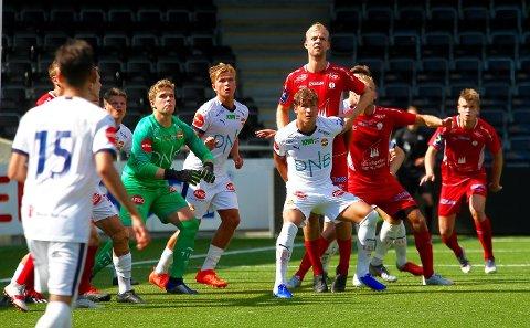 RUVAR I FELTET: Steffen Olsen gjorde comeback i Fjøra-trøya i 2-1 tapet mot Strømsgodset heime på Fosshaugane Campus laurdag.