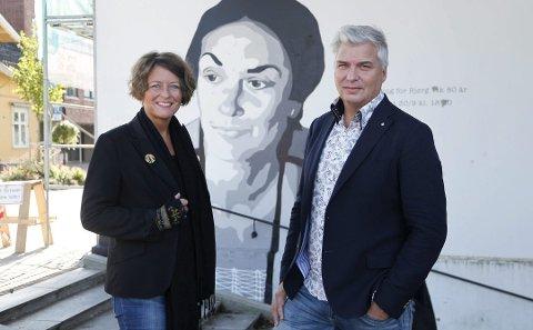 GÅR I HUNDRE: Astrid Borchgrevink Lund og Per Erik Buchanan Andersen har hendene fulle denne uka. Besøkstallet for festivalen i Porsgrunn har gradvis økt år for år.
