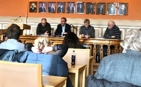 Torsdag ettermiddag var jeg til stede under en orientering,med et utvidet formannskap i Skien, samt gruppeledere og pressen. (Foto).