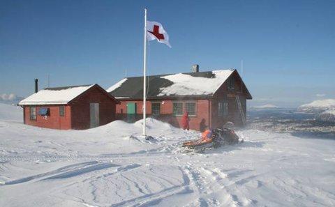 Fra og med skjærtorsdag vil Røde Kors' infosentral holde hus på Røde Kors-hytta på Sulafjellet. Foto: Røde Kors