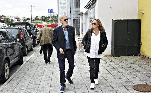 SELGER: Pøbelprosjektet har også hatt aktivitet i Kristiansund. Nå selger Eddie Eidsvåg for å sikre den videre driften. Her er han sammen med Wenche Marthinsen.