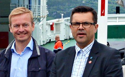 - Han får feire så lenge han kan, sier Frank Sve (til høyre) om Møreaksen-forkjemper Helge Orten (til venstre).