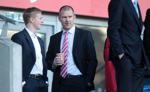 Agent Jim Solbakken sammen med Mats Møller Dæhli i Cardiff i 2014, da Ole Gunnar Solskjær var manager i klubben.