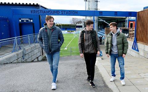 Snorre Strand Nilsen (fra venstre), Sander Erik Kartum og Agon Mucolli har funnet seg godt til rette i Kristiansund. De håper sesongen snart kommer i gang.