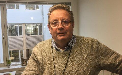 IRRITERT: – Jeg skjønner ikke hvorfor Bane Nor ikke kunne gjort denne jobben i en annen, og mindre hektisk periode på året, sier Anders J. Steensen, som i 30 år har pendlet til Oslo fra Horten.