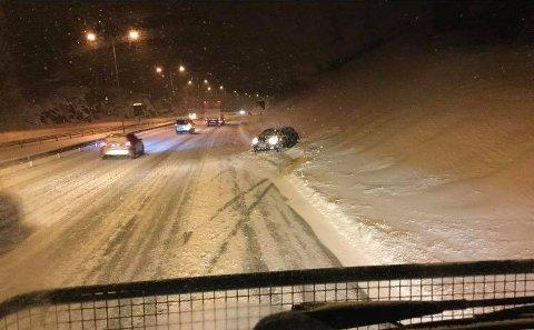 Trafikkuhell på vinterføre, E18.