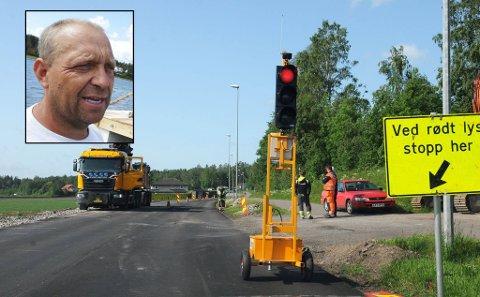 IRRITERT: Johnny Eriksen klager over dårlig kommunikasjon mellom Vegvesenet og kommunen.