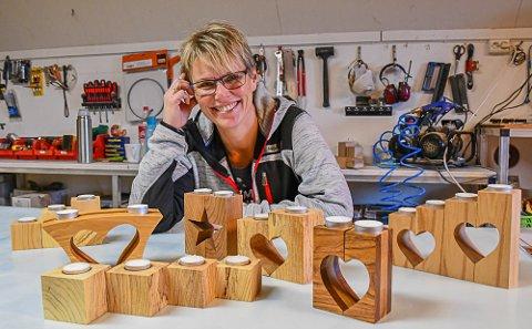 Tanja Hauglid Ellefsen tilbringer mange kvelder, og noen morgener, i snekkerverkstedet. Produktene selger hun på forskjellige messer.