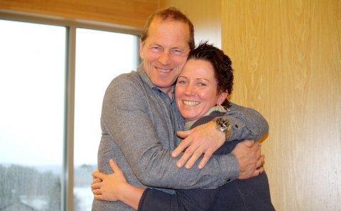 DUO: Anja Mogensen Mølmen og John Lien sitter ikke bare i Ap-gruppa i kommunestyret, de to utgjør et radarpar på menighetssenteret også. Forrige helg fikk de utmerkelsen: Årets fargeklatt under arrangementet Fargerik Fest.