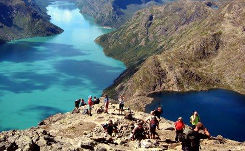 Folk har strømmet til fjells i høstferien for å få med seg siste rest av fjellet til fots før vinteren setter inn.  (Arkivbilde)