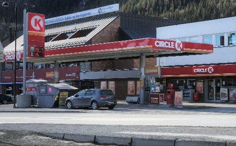 FEILAKTIG FREMSTILLING: Stasjonsdrivere i hele dalen mener avisas dekning av drivstoffpriser, spesielt i 2020, har vært feil. Bildet er tatt 30. mars.