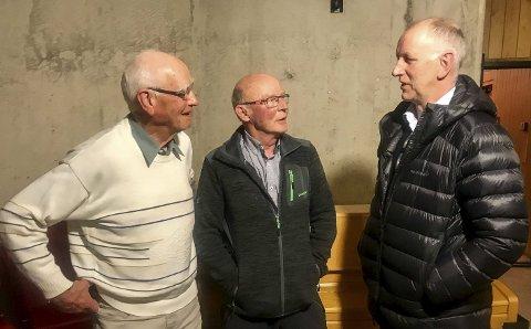 ENGASJERT: Jarle Tronslien (t.v.) har levert høringsuttalelse. Her sammen med Per Nyrønning og tidligere ordfører Svein Borkhus på et folkemøte om samfunnsdelen i kommuneplanen.