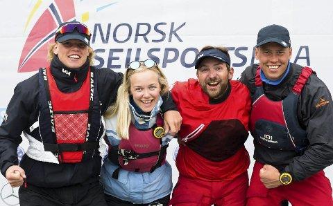 NASJONALE MESTERE: Tomas Mathisen (fra venstre), Regine Syrdal Tronstad, Morten Røisland og Mads Mathisen vant eliteserien i fjor og sikret Champions League-deltakelse, men Risør har trukket seg.