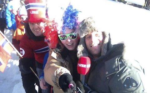 VG-SELFIE: Sofie, Frida og pappa Magne vart intervjua på VGTV. Det vart sjølvsagt teke ein selfie saman med reporteren.
