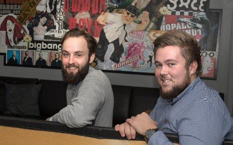 Studentleder ved Nord universitet, Lars Jacob Hegge og studentleder i Bodø, Anders Drangeid. Her avbildet før nyåpningen av huset.