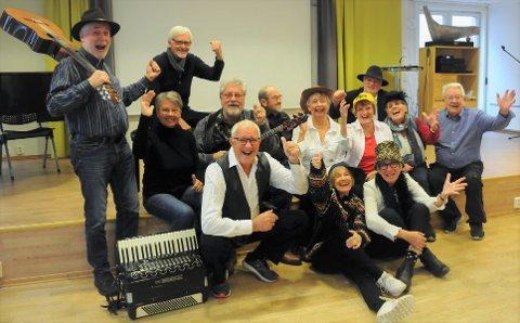 Denne gjengen glade pensjonister i Bodø får endelig slå seg løs.