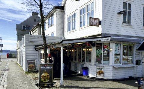 Ett av stedene Mattilsynet kontrollerte var Bergen Burgerhus i Baneveien. Det måtte stenge umiddelbart fredag 29. mars, men fikk etter ny inspeksjon gjenåpne mandag 1. april.