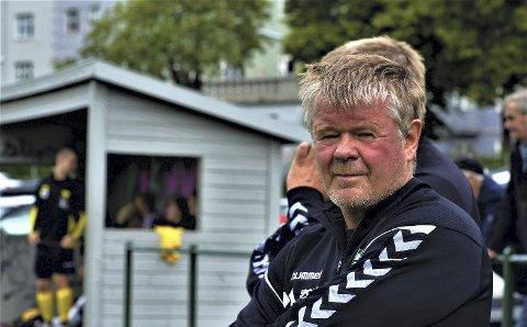 Petter Johan Pettersen har trent en rekke lag i lokalfotballen siden 1980. Lørdag fikk han prisen som «årets trenerildsjel». Foto: Trond Gausemel, Hordalandsfotball