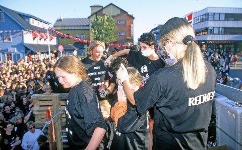 Hårfarging på løpende band. (Foto: Alf Oxem)
