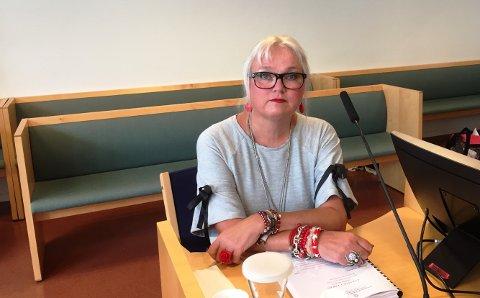 Lærer Elin Skorød lot seg ikke skremme og stilte seg foran gjerningsmannen. Tirsdag forklarte hun seg i retten.
