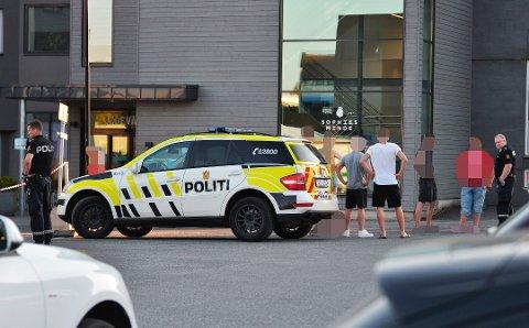 Politiet er bekymret for utviklingen av ungdomskonfliktene i Drammen og sommeren som kommer der flere ikke drar på ferie som vanlig. Mandag kveld ble dørene til Drammen legevakt stengt.