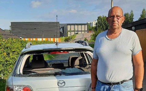 Hærverk: I løpet av de siste to ukene har Thor Nielsen parkert bilen og funnet den dagen etter med knuste vinduer.