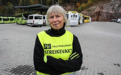 KJØRER IKKE: Bussjåfør Lotta Renske streiker for første gang. Det er det flere grunner til.