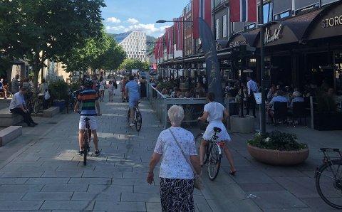 UTELIV: Tidligere i sommer var det godt med folk ute i sommervarmen i Lillestrøm. Nå har kommunen avdekket fire mindre avvik.