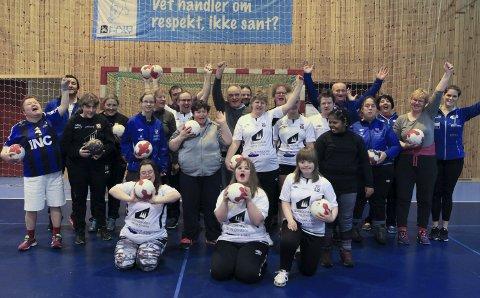 Tilbodet til flyktingbarn kom opp og stå i fjor haust, og sidan januar har Florø SK Håndball hatt eit treningstilbod for menneske med funksjonsnedsetting. Det har gitt klubben to prisar for arbeidet med å inkludere alle i klubben. I NHF Region Vest var det første gong denne prisen vart delt ut.arkivfoto