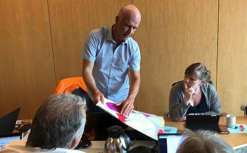 Stig Bakke er ein av tre brør som står bak prosjektet. Han er formannskapsmedlem i Bremanger kommune.