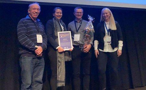 TOK I MOT PRISEN: F.v. Oddbjørn Vee, Synne Oppheim, Jon Martin Rønnekleiv, og Torill Henden Gaasbø var til stades for å ta i mot prisen for Brødrene Aa AS.