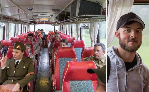 FILMSKAPAR: Ian Annevik frå Kalvåg studerar til å bli filmskapar. Eksamensfilmen sin spelte han inn rundt om i Sunnfjord, og den handlar om tredje verdskrig.  Ein av filmen sine scener blei spelt inn på ein gammal buss i Angedalen.
