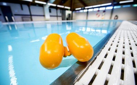 På dypt vann: I svømmeprøven skal elevene stupe, dykke og svømme 200 meter, ifølget forslaget som nå er på høring. Fredrikstad kommune vet ennå ikke om de skal la seg høre.