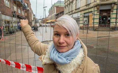 Eva Marie Karlsen (28) måtte gi opp salongen sin i gågata etter at hun har måttet holde stengt på grunn av brannen i Cewexgården 3. november.
