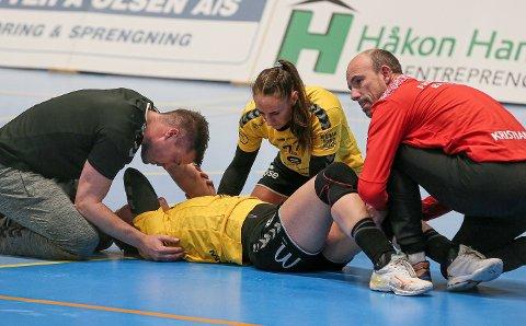 SKADEN: Sekundet med den unaturlige benstillingen, «klakk-lyden» og det påfølgende smerteskriket da Martine Wolffs kneskade inntraff, fikk det til å gå kaldt nedover ryggen til alle som så cupoppgjøret mellom FBK og Sola.