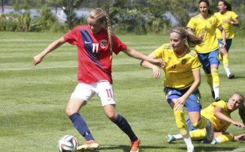 SPYDSPISS: Vilde Fjelldal er spiss på landslaget, ikke kantspiller, sier U19-landslagstrener Nils Lexerød, som har tatt ut tre narvikinger i troppen mot England.