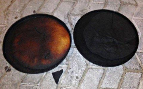 BRENT: Her er de to gjenglemte pizzabunnene.