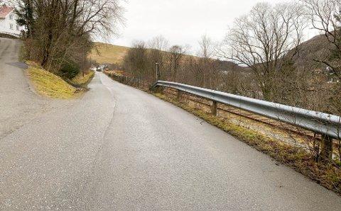 Figvedveien blir, ifølge skolemiljøutvalget ved Figgjo skole, brukt som skolevei av 200 elever.