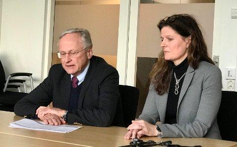 TO RUNDER: Toppsjefen i Helse Sør-Øst, Cathrine Lofthus, vil behandle sykehusstrukturen i Innlandet i to omganger. Her sammen med styreleder Svein Gjedrem.