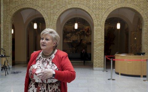 UNNLATER: Erna Solberg synes det er vanskelig å oppfordre til å velge lokale løsninger. Hvorfor det?