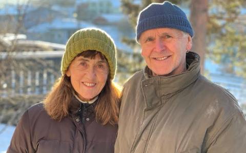 Paret fra Nordre Follo bråsnudde på Stange på veg til Otta og Rondane fredag.