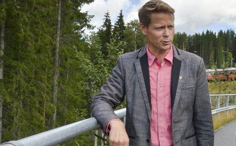 DRAHJELP: Ordfører i Lunner, Harald Tyrdal, vil ta initiativ som han håper kan gi fortgang i arbeidet med å starte tbygging av riksveg 4 i Lunner. Han er redd det spøker for oppstart i 2017. Arkivfoto: Håvard Krågsrud
