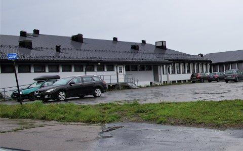 ØNSKER Å VEDLIKEHOLDE: Formannskapet innstiller på at det bevilges penger slik at svømmehallen på Frøystad kan repareres.