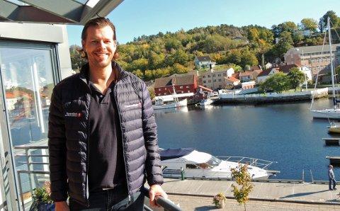 UNIK MULIGHET: – Jeg har jobbet som eiendomsmegler i Halden i 10 år og har aldri sett en lignende bolig komme for salg. Den er unik, sier Bengt Kristiansen.