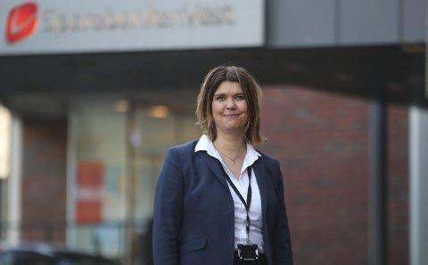 Banksjef: Marie Opheim og Sparebaneken Vest opplyser at stadig flere lokale butikker har utvidet tilbud på nett, og har kommet med hjemlevering av varer eller såkalte «klikk og hent»-løsninger. Arkivfoto: Eivind Dahle Sjåstad