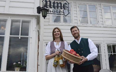 Opnar dørene: Bente og Kjetil Raaen Widding opnar sesongen på Utne hotel 18.mai. Arkivfoto: Mette Bleken