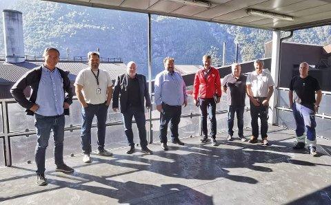 Bedriftsbesøk: F.v. Roger Pilskog, Ørjan Andersson, Are Tomasgard, Roald Aga Haug, Odd Harald Hovland, Nils Johan Ystanes, Trygve Bolstad og Sven Ove Bauge. Foto: Øystein Buer Jacobsen